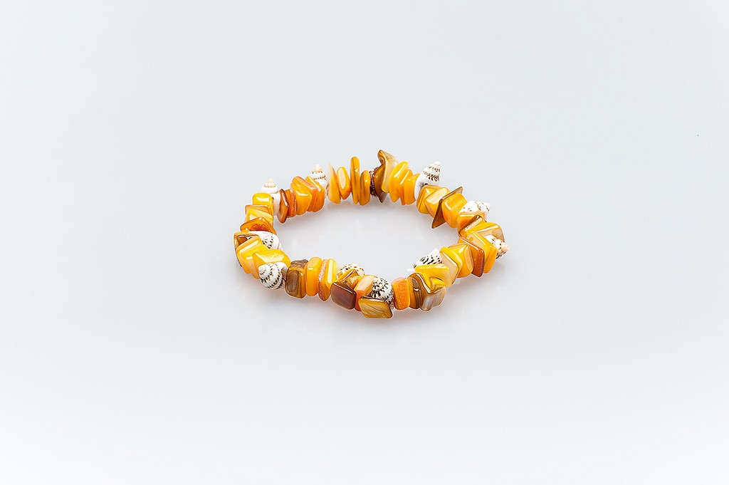 Women's bracelet made of mother of pearl and shells Matilde