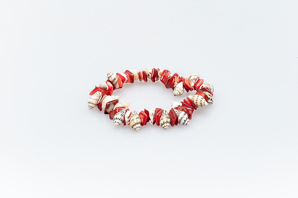 Women's bracelet made of mother of pearl and shells Merita
