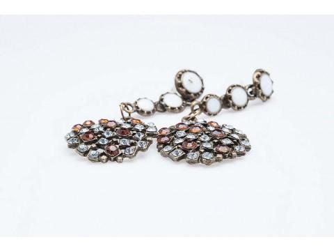 Дамски обеци от бижутерска сплав и изкуствени камъни изработени от бижутерска смола,