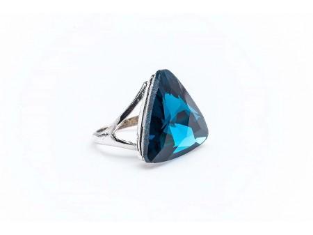 Дамски пръстен от бижутерска сплав и камък изработен от бижутерска смола,