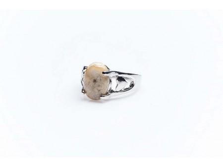 Дамски пръстен от бижутерска сплав и естествен камък,