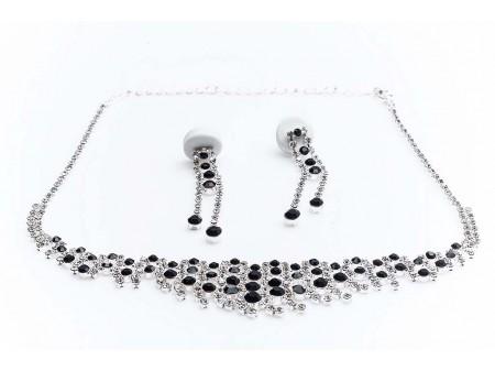 Дамски комплект от колие и обеци,изработен от бижутерска сплав и изкуствени камъни от бижутерска смола