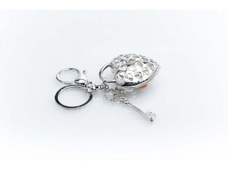 Дамски ключодържател изработен от сребриста бижутерска сплав