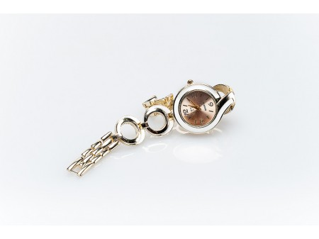 Дамски часовник и верижка от метална сплав със преобладаващо златисто покритие